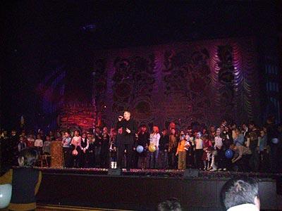 На сцене — все участники фестиваля